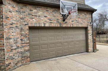 Garage Door with basketball hoop